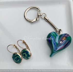 Edelstahl-Ohrringe und Herz-Schlüsselanhänger